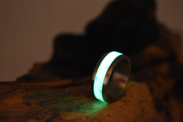 Titanring mit Glow und Opalbesatz